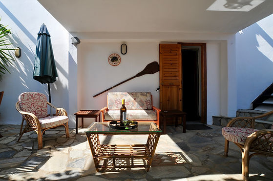 Coffee table and chairs in Alonissos