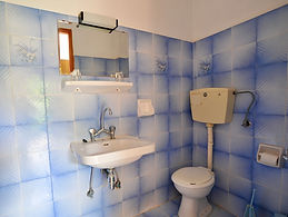 Studio 2 bathroom