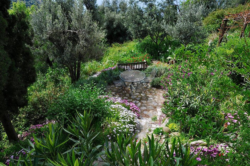 Garden of villa Eirene in theold village of Alonissos