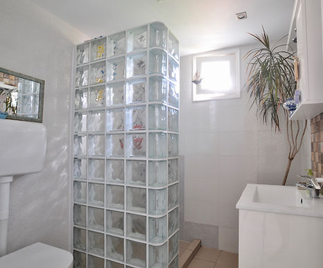 Bathroom of villa Eirene, Alonissos