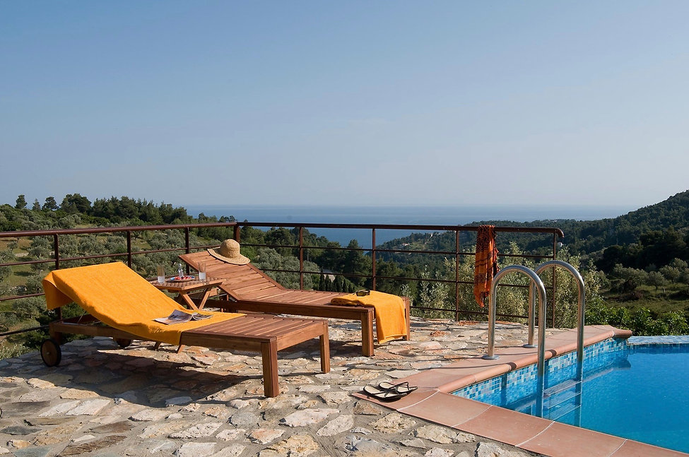 10.villa-petra-swimming-pool-with-sunbed