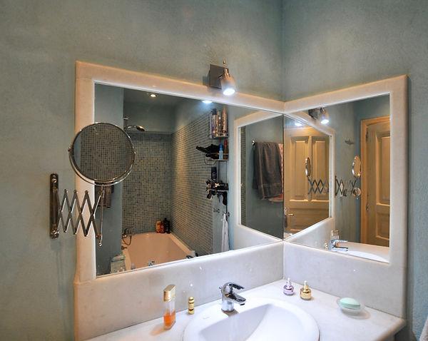Master bathroom en suite of villa Athena, Alonissos