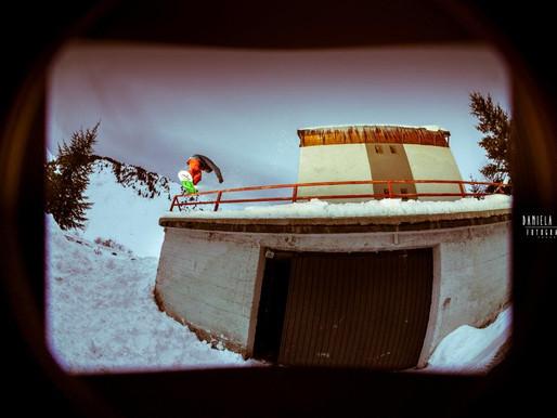 David Vicente nuestro profesor de snowboard afincado en baqueira deslizando. Por Sbes magazine:
