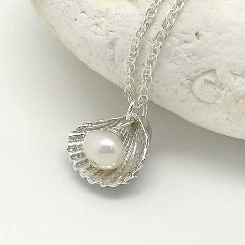 Pearl With Clam Necklace
