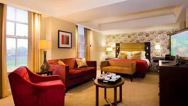 lensbury-hotel-and-club-executive-king-bedroom-51f01ff9bc956e9ec4b26973fba4572c.jpg