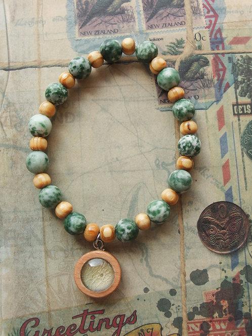 Holz- und Edelsteinarmband Hortensie Blatt hellgrün