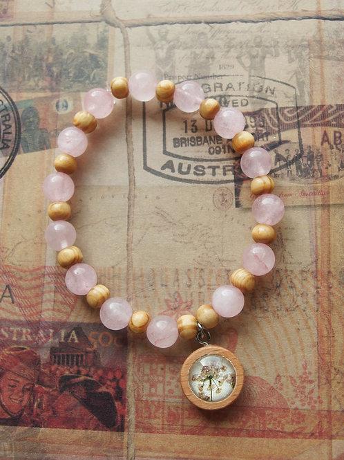Holz- und Edelsteinarmband Doldenblüten rosa