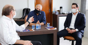 Ratinho Jr foi recepcionado pelo presidente Alfredo Lang e o vice Lauri Paludo
