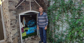 Palotinense faz cascata para embelezar gruta com imagem de Nossa Senhora de Lourdes na Igreja Matriz