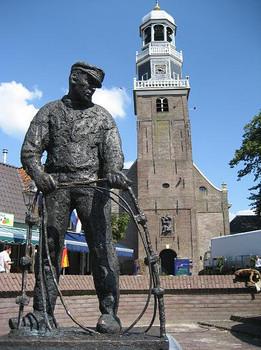 Lemmer 19-jul-07 vissers monument.jpg