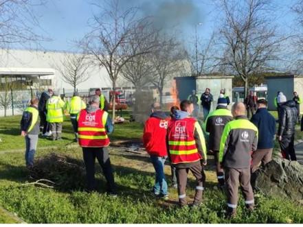 Bretagne : vers des ruptures de stock dans les magasins Carrefour suite au blocage de plateformes ?