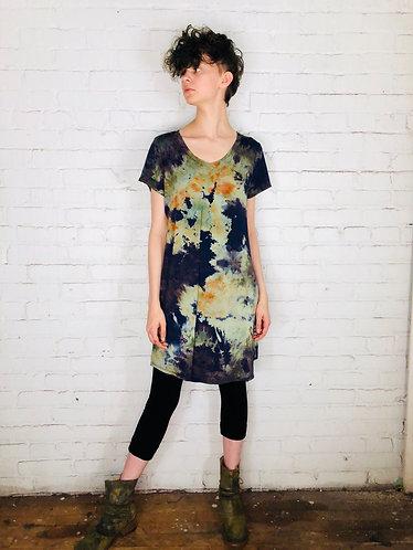 Medium Short Sleeve V-Neck Dress