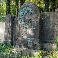 Friedhof_Planitz_Grab_35_edited.jpg
