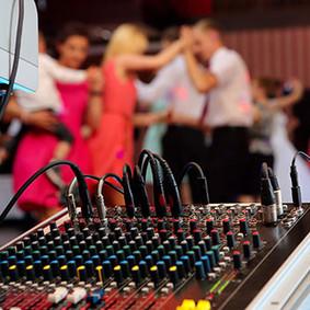 Holt-Music-Wedding-DJ-Perth-Guests-Danci