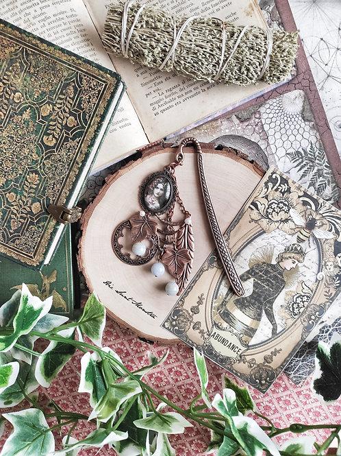 [One more bookmark] - Fata di foglie