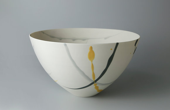Rounded bowl. Grey and yellow splash