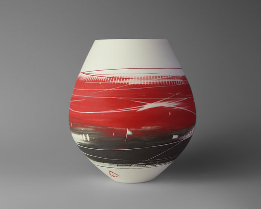Small round pot. Red & black