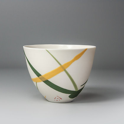 Small cup/bowl. Yellow & green splash