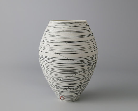 Small rounded pot. Black lines