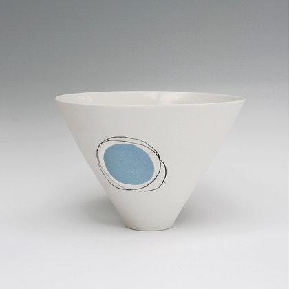 V bowl. Blue dot