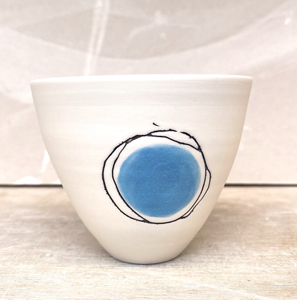 Small cup/bowl. Turquoise dot