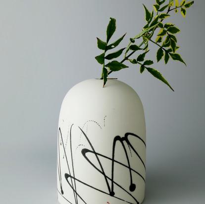 Domed vase. Black squiggle