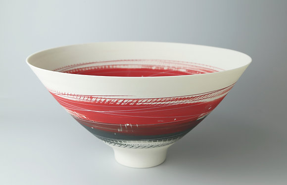 Bowl. Footed. Red and black