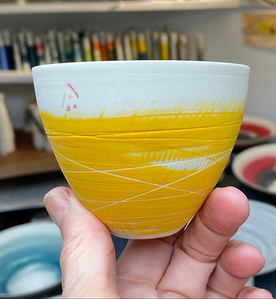 Small cup/bowl. Yellow