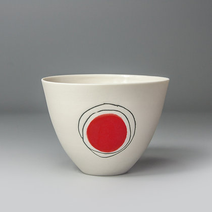 Small cup/bowl. Red dot