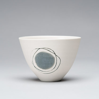 Small cup/bowl. Grey dot