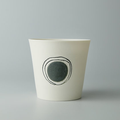 Small cup. Grey dot
