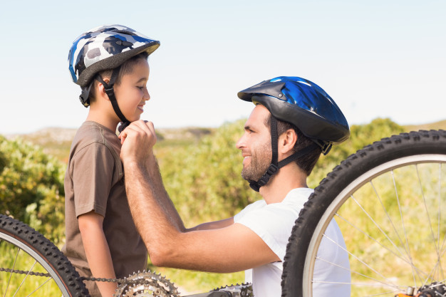 father-and-son-on-a-bike-ride_13339-1215