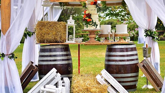 Enkishon-Gardens-Wedding-Venue-Barrels-Cake