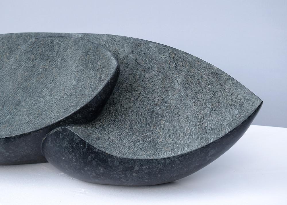 """Die Arbeit mit dem Titel """"ineinander verwobene Gefühle"""", ist eine von zwei Skulpturen in  denen ich mich mit den Themen Isolation, Berührung und Abgewandtheit auseinandersetze"""