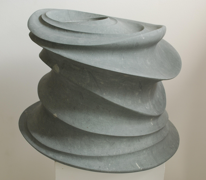 Regina Schnersch, Bewegung, 2015, Anröchter Dolomit, 48 x 48 x 37 cm