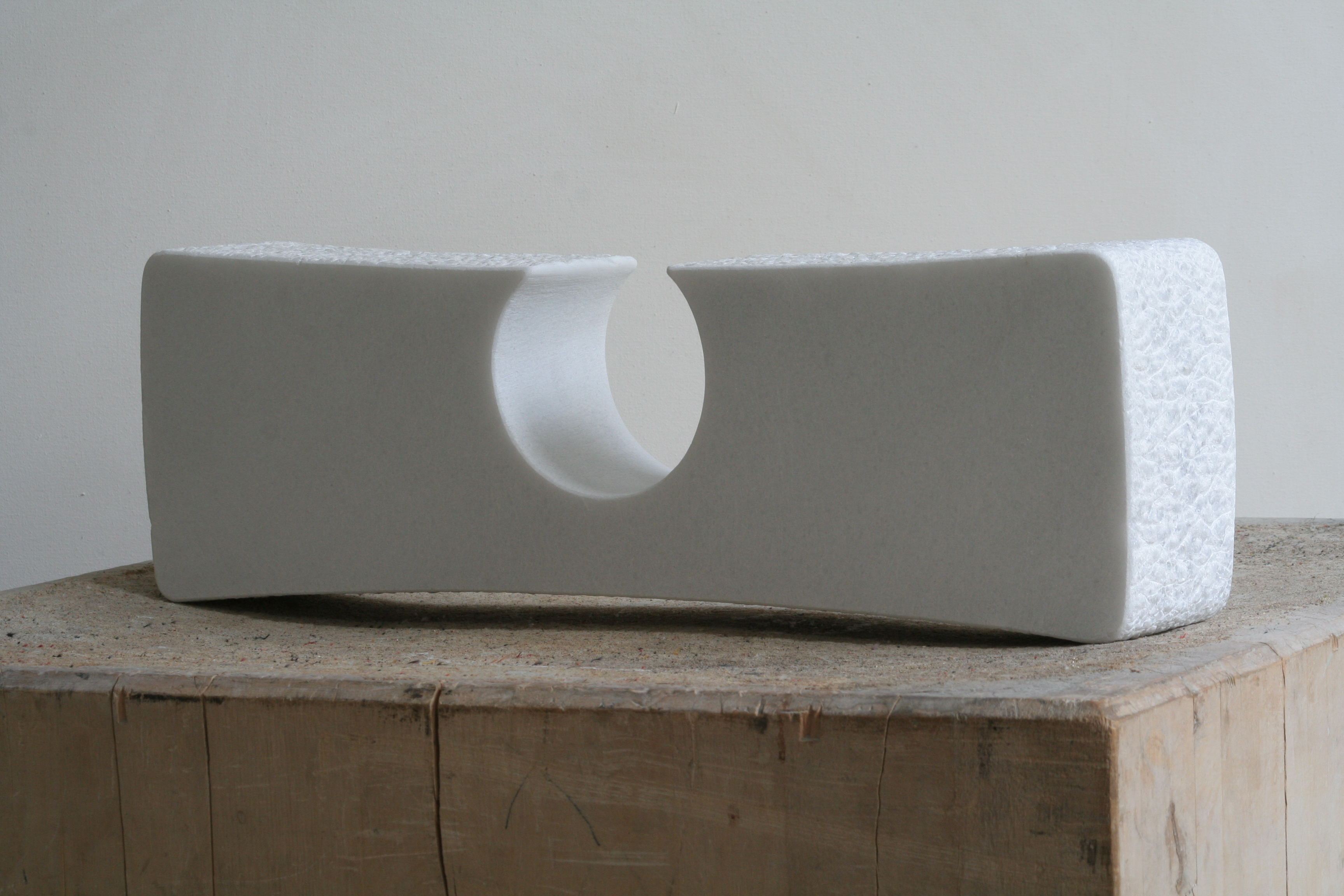 Regina Schnersch, Konzentration, 2005, Marmor, 48,5 x 8 x 15,5 cm