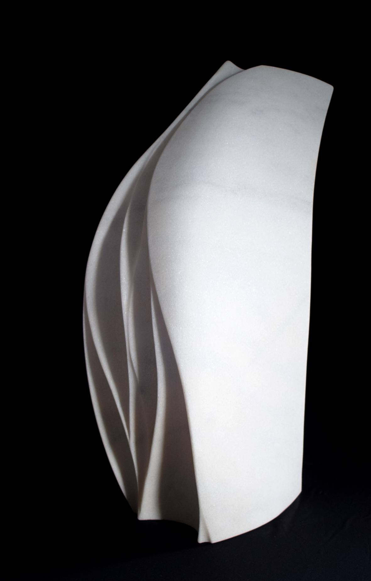 Regina Schnersch, Segel, 2019, Marmor, 32 x 18 x 54 cm