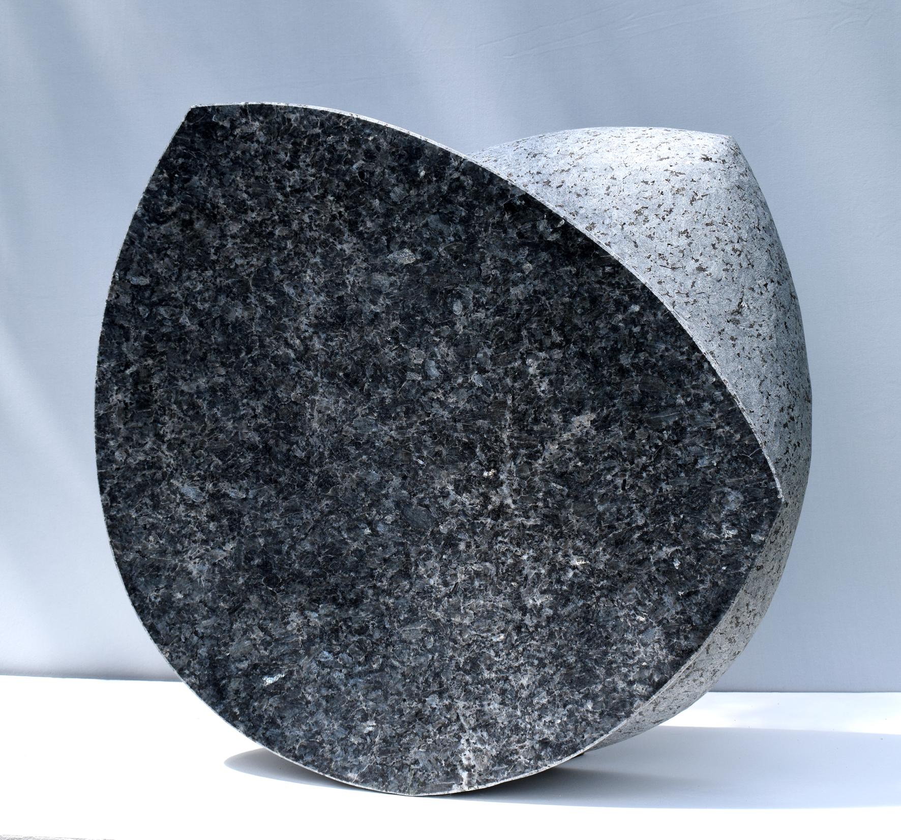 Regina Schnersch, Side by side_Seite an Seite, Labrador, 65 x 65 x 12 cm