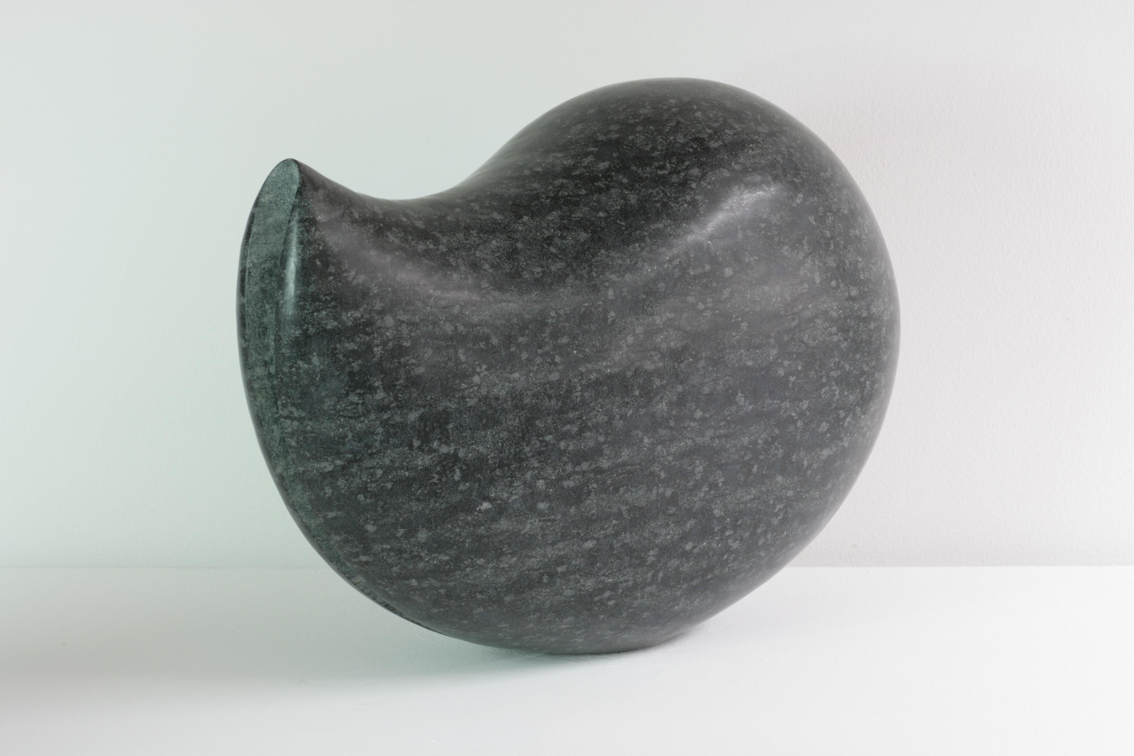 Regina Schnersch, Faltung II, 2009, Diabas, 42 x 20 x 30 cm
