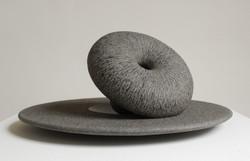 Regina Schnersch, Synthese, 2004, Granit zweiteilig, 39 x 39 x 3 cm und 20 x 20 x 13 cm