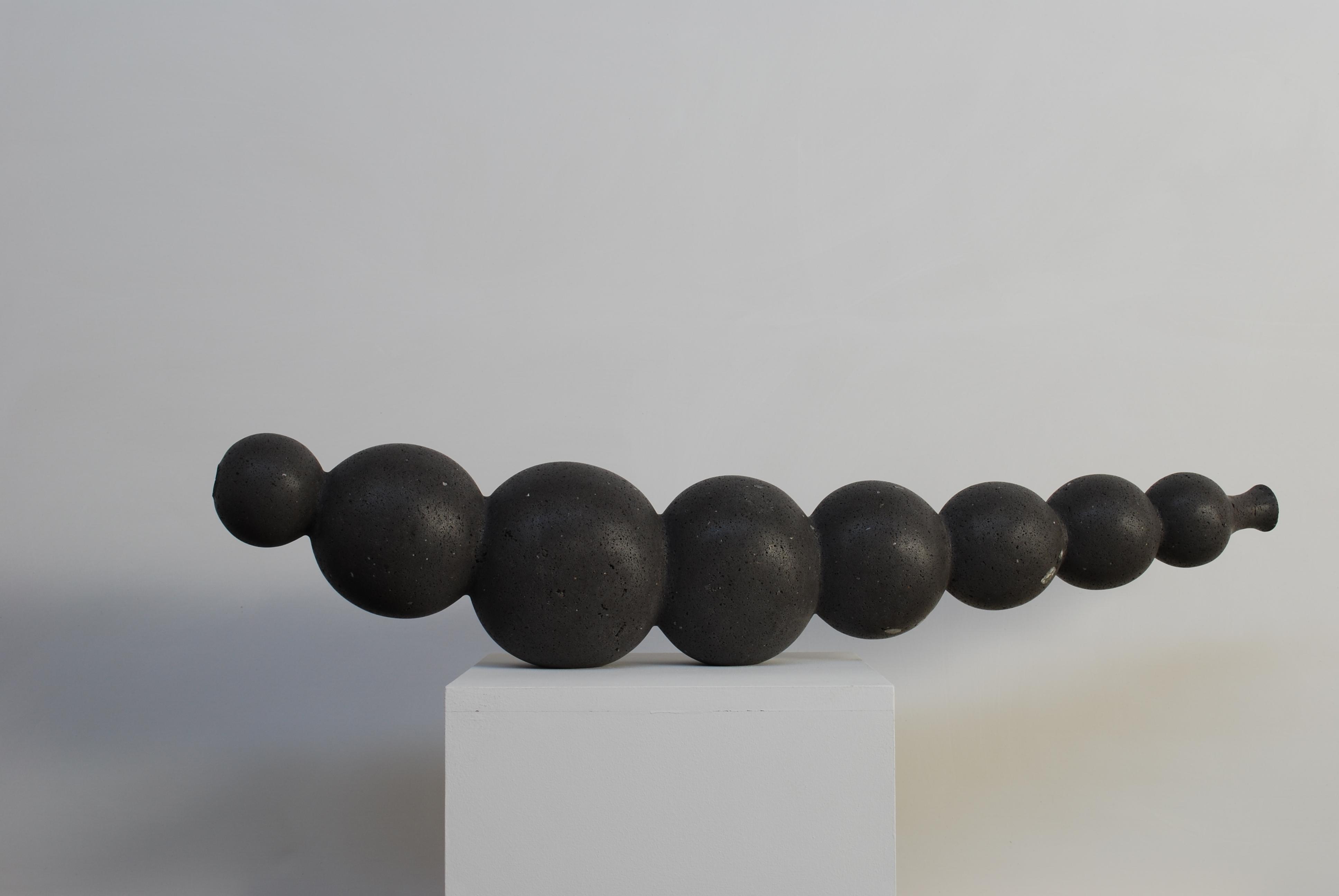 Regina Schnersch, Ohne Titel, 2010, Basalt, 115 x 18 x 24 cm