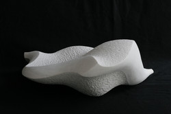Regina Schnersch, Welle, 2009, Carrara Marmor, 40 x 40 x 15,5 cm