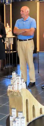 Opening v.l.n.r. Wilma Impelmans, eigenaar van Galerie Im Spa, Michela Ekstrom, dochter van Roland, Frenkel, Phil Kleingeld, auteur, Juana Delgado Cruz, echtgenote van Phil