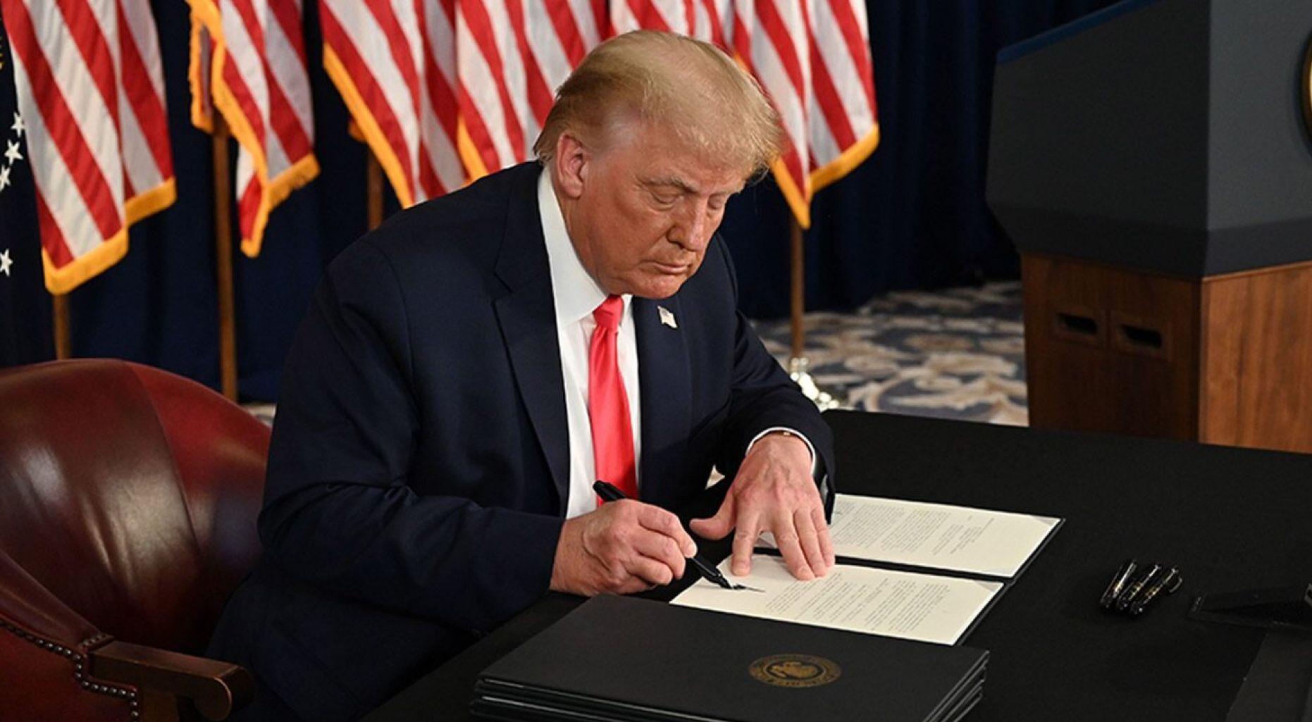 Trump ordena pagos de desempleo de $ 400 por semana en medio de la crisis de COVID