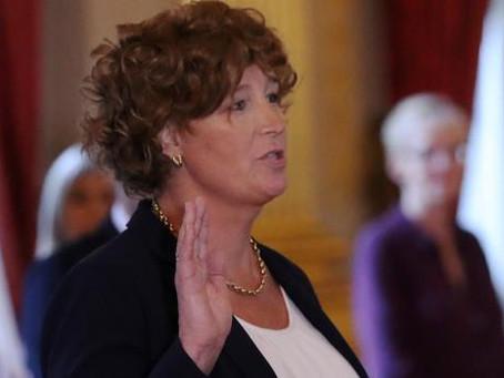 Bélgica nombra a la primera ministra transexual de Europa