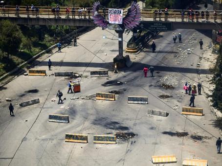 Los bloqueos viales de los partidarios de Evo Morales causan escasez en La Paz