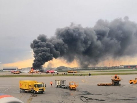 Suman 41 muertos por incendio de avión en Rusia