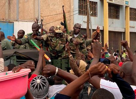 Dimite presidente de Mali, detenido tras golpe de Estado