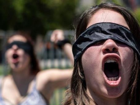 """""""El violador eres tú"""": el potente himno feminista nacido en Chile"""