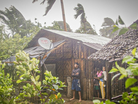 Un tifón golpea Filipinas, donde se complican las evacuaciones debido a la pandemia